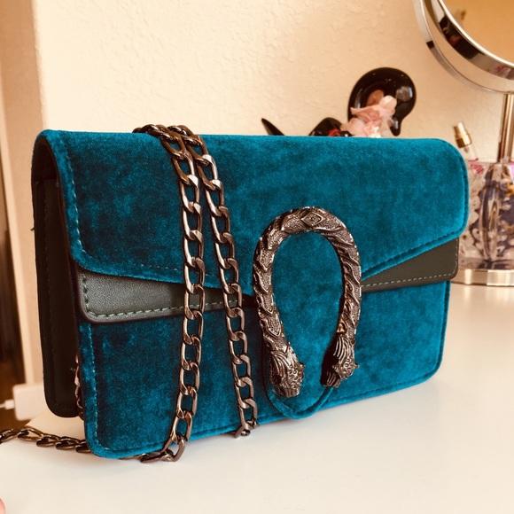 Handbags - ⚡️SALE⚡️ Snake dragon hasp Teal velvet crossbody